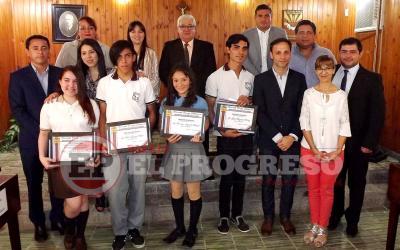 Concejo Deliberante: distinguen a jóvenes estudiantes de Fernández