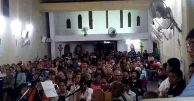 Ante un templo colmado, el obispo Bokalic ofició una misa en Fernández