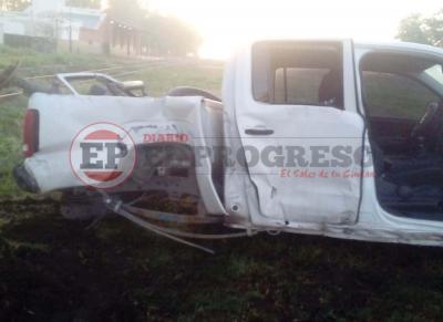 El tren arroyó a una camioneta en Beltran
