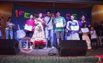 Jóvenes de Fernández se expresaron en su propio Festival de Talentos