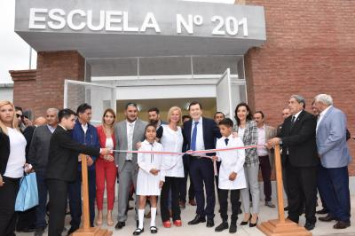 Escuela totalmente renovada y ampliada, más viviendas sociales para Frías