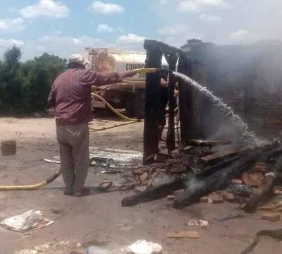 Incendio consumió por completo una precaria vivienda