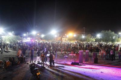 Colonia El Simbolar disfruta de las noches de verano con espectáculos en vivo