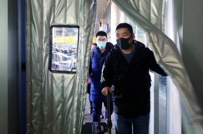 El coronavirus se extiende fuera de China y temen pandemia