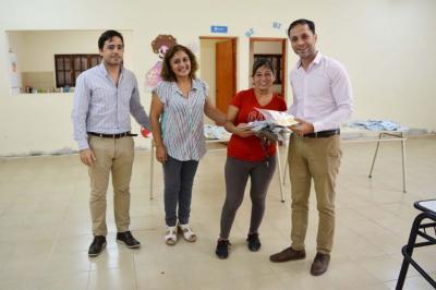 Araujo entregó kits alimentarios en el Barrio Las Américas