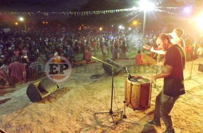 La fiesta de Carnaval se vive en Fernández este domingo en el predio del ferrocarril