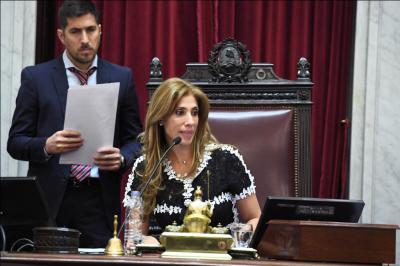 La senadora Claudia de Zamora presidió la sesión extraordinaria
