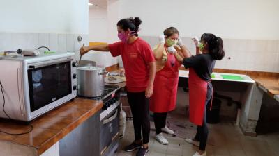 En La Cañada reparten viandas a niños y adultos mayores