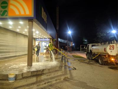 Beltrán: Desinfectan las adyacencias de la sucursal bancaria