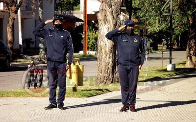 Efectivos policiales mostraron su patriotismo cumpliendo con su deber