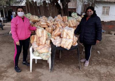 Repartieron más de 180 kilos de pan a vecinos de La Loma y 250 raciones de comida en el Barrio El Canalito