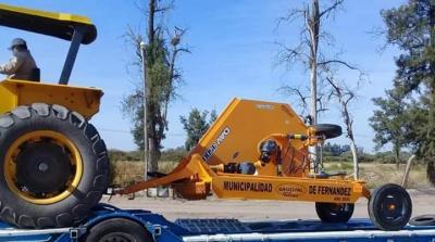 La municipalidad de Fernández adquirió una  nueva desmalezadora de arrastre