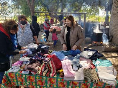 La Diputada Norma de Matarazzo llegó al paraje Lomitas con ropa y comida para los vecinos
