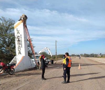 Ejecutan trabajos de mantenimiento en la iluminación en el ingreso a La Cañada