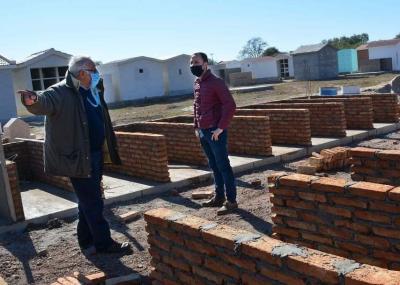 El intendente Araujo supervisó la obra de construcción de 72 nichos en el cementerio de Fernández