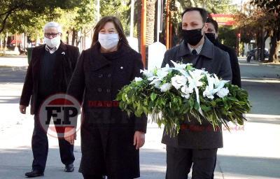 Con una sencilla ceremonia en Fernández conmemoraron el Día de la Independencia