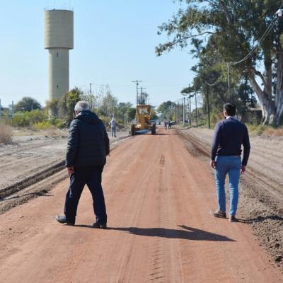 El Intendente Araujo supervisó trabajos de enripiado en el camino que conduce al barrio La Loma
