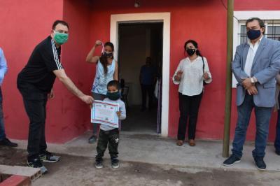 El gobierno provincial entregó viviendas sociales en Loreto