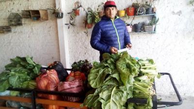 Fernández: Cobró el IFE, armó un carro y se convirtió en verdulero ambulante