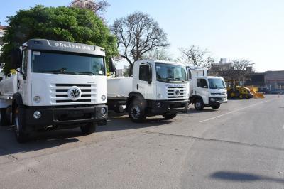 El gobierno provincial entregó camiones y maquinarias a comunas del interior