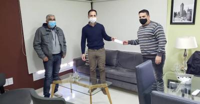 Araujo entregó ayuda económica por mas de cien mil pesos a clubes de Fernández