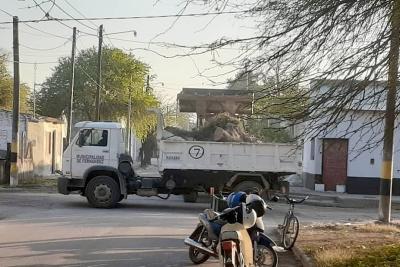 Fernández: Concretaron un megaoperativo de limpieza en el barrio Independiente