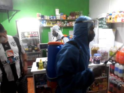 Lucha contra el coronavirus: Desinfectaron locales comerciales