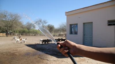 Amplían la red de agua potable para llegar a más familias de Manogasta