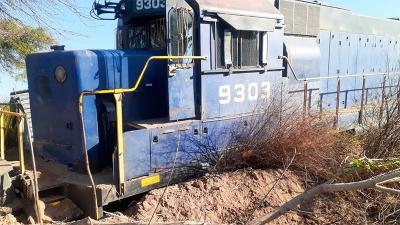 Tren de carga descarriló en la estación de Garza y dos maquinistas resultaron heridos
