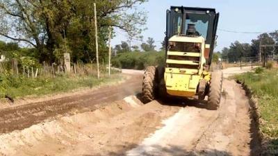 Realizan importantes trabajos de nivelado y enripiado en avenida San Martín prolongación