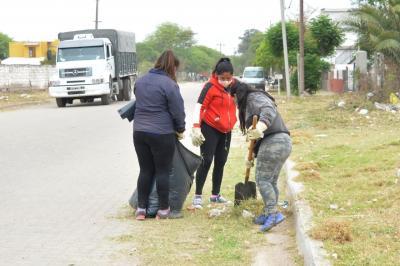 Un amplio operativo de limpieza se concretó en tres barrios de Fernández