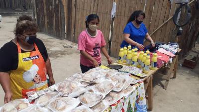 Norma de Matarazzo asistió a vecinos de tres barrios con la entrega de ropa, comida, lavandina, pan y facturas