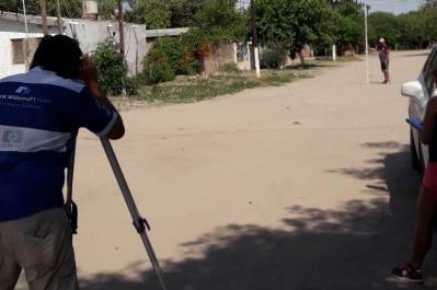 Miguel Álvarez visitó el barrio Arenales donde se construirá un importante desagüe