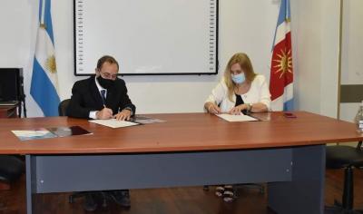 Firman convenio entre CePSI y la UNSE