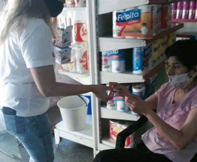 En Beltrán entregan alcohol en gel a los vecinos en la vía publica, comercios e instituciones