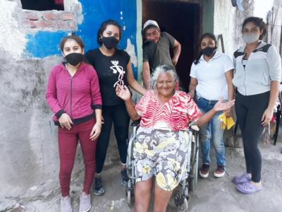 Iniciativa: jóvenes de Beltrán se ponen al servicio de los adultos mayores
