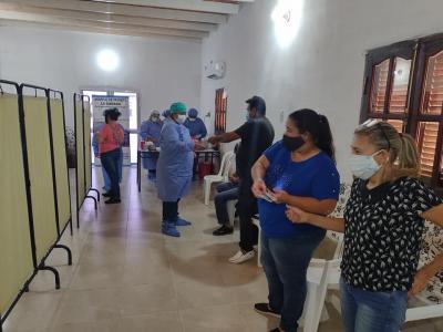 Vacunaron contra el Covid-19 a personal de salud de La Cañada
