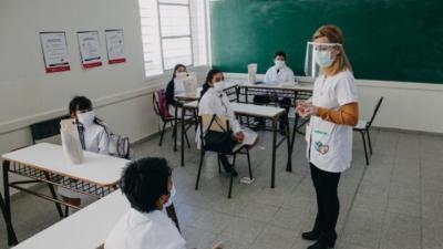 El gobierno planea iniciar la semana próxima la vacunación a los docentes