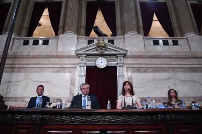 El gobernador y la senadora Zamora acompañaron al presidente Alberto Fernández en la Asamblea Legislativa