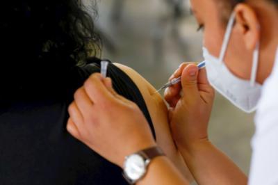 El día jueves comienza la vacunación de los docentes