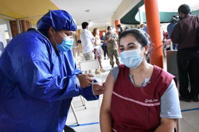 Así fue el primer día de la Campaña de vacunación al personal docente y no docente