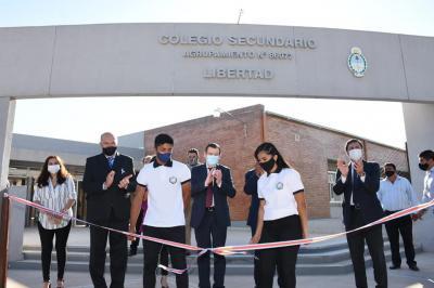Una escuela por semana: El gobernador inauguró un moderno colegio secundario en el departamento Moreno
