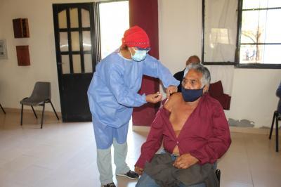 La vacunación contra el covid-19 a mayores de 60 años continúa desarrollándose en el interior provincial