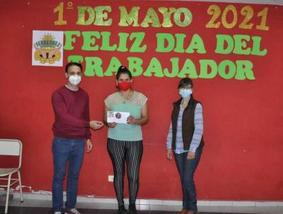 La municipalidad de Fernández entregó 60 premios por el día del trabajador