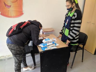 Beltrán: entregaron alimentos a las familias de los alumnos del jardín «Gusanito Feliz»