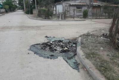 Repudiable: desaprensivos quemaron un contenedor de basura en el barrio Villa Aurora