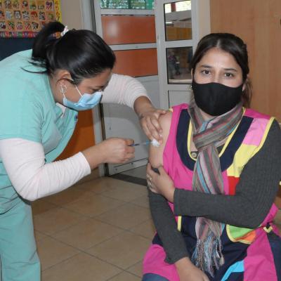 Concluyó la vacunación a docentes del departamento Robles: 587 dosis fueron colocadas para completar el esquema