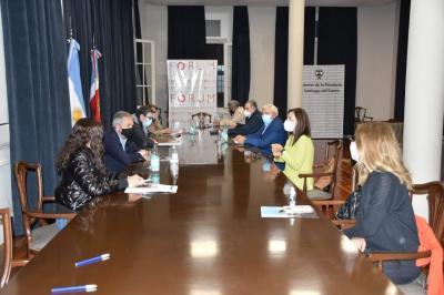 Reducen el horario de circulación en toda la provincia y suspenden el transporte público de pasajeros en Capital y La Banda