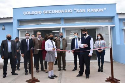 """Otro lunes, otra nueva escuela: El Gobernador inauguró el nuevo edificio del Colegio Secundario """"San Ramón"""""""