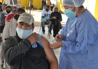 Fernández concluyó la semana con más de 1300 personas vacunadas contra el coronavirus